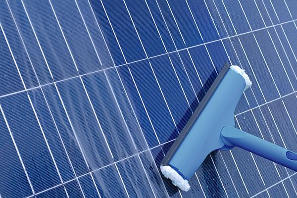 Consigli per la pulizia dei pannelli fotovoltaici