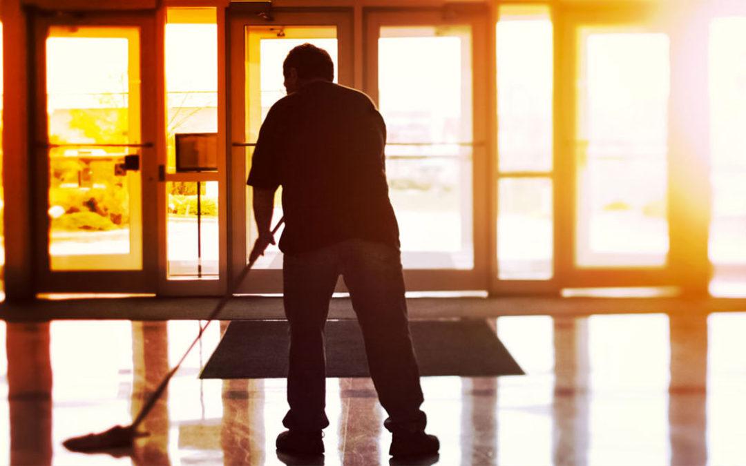 Perché è importante scegliere servizi professionali per la pulizia della piscina?